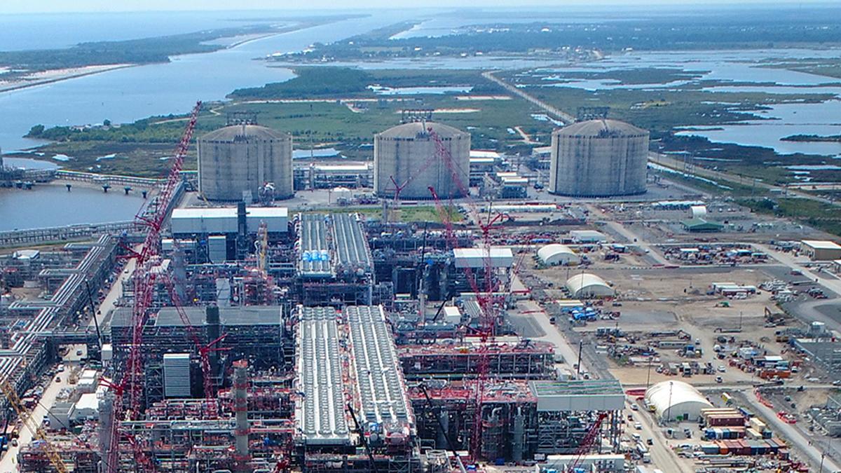 Port Arthur Lng And Pgnig Sign Definitive Agreement For U